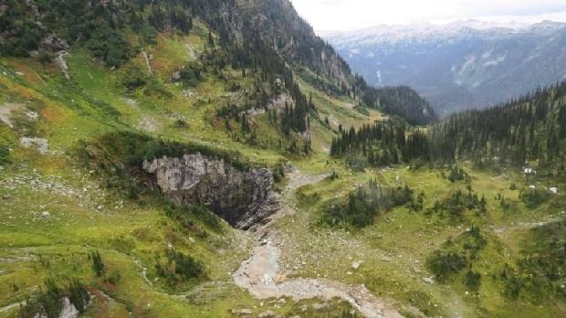 cave-wells-gray-provincial-park