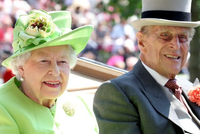prince-philip-shows-romance-isn-t-dead-and-reunites-with-queen-1604400914 (2)