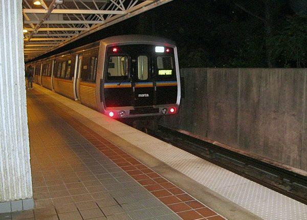 600px-MARTA_CQ310_leaving_Chamblee_Station_at_night_IMG_1002