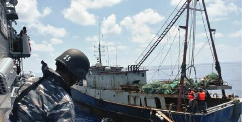 Tàu đánh cá Trung Quốc bị Hải quân Indonesia bắt giữ tại vùng biển Natuna của Indonesia. AFP