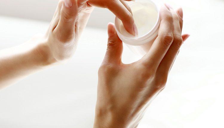 hydrating-vs-moisturizing.jpg